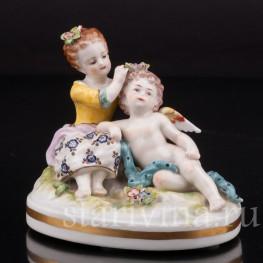 Фигурка из фарфора Девочка и ангелочек, миниатюра, Volkstedt, Германия, 19 в.